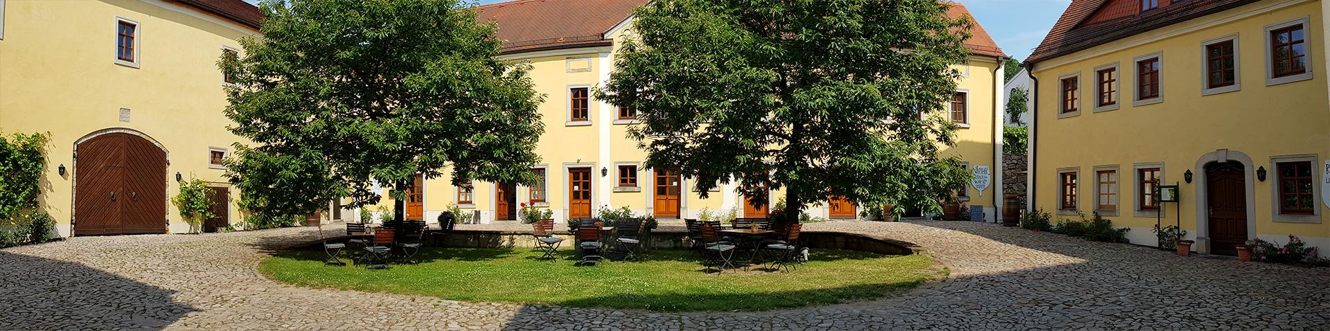 Weingutshof in Zadel